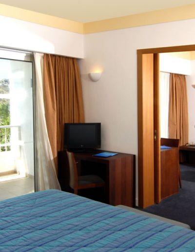 SK Wood - Hotel Room 6