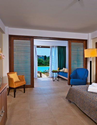 SK Wood - Hotel Room 4