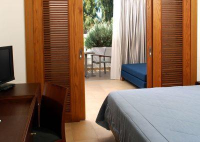 SK Wood -Hotel Room 7