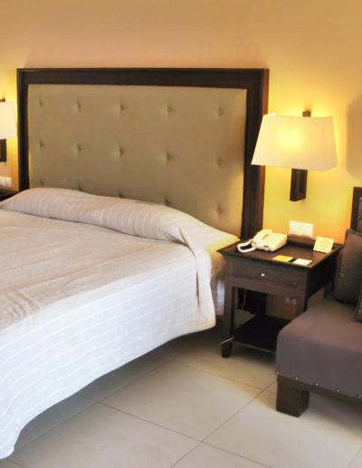 SKWood-hotel room 01