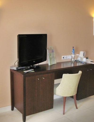 SKWood-hotel room 02